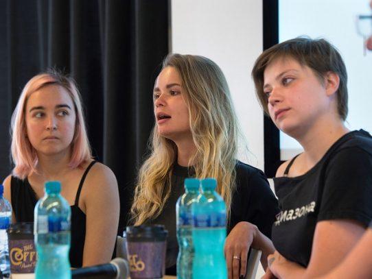 Multadas dos miembros del grupo de música ruso Pussy Riot por acción antihomofobia