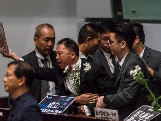 Todos los diputados prodemocracia de Hong Kong anuncian que dimitirán