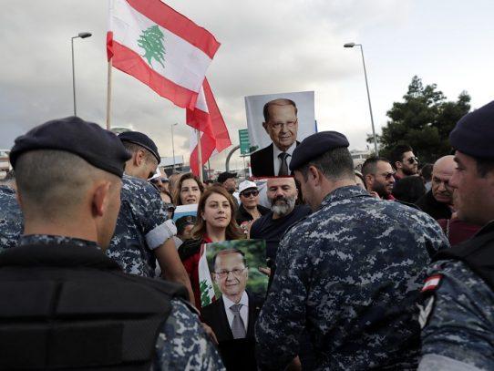 """El Líbano, sin gobierno, se encamina al """"infierno"""", advierte su presidente"""