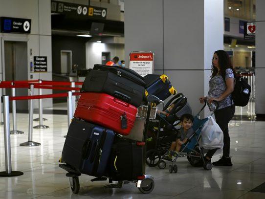 El Salvador cambia postura y exige presentar prueba covid-19 para entrar al país