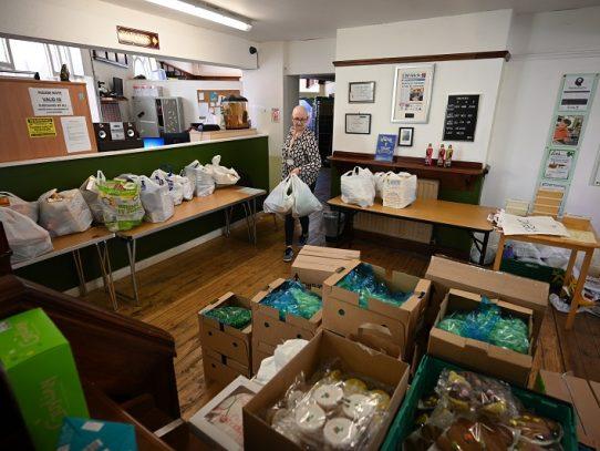 Bancos de alimentos británicos baten récords de distribución durante la pandemia