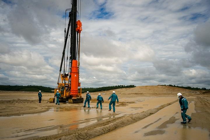 El petróleo sube gracias a flexibilización de restricciones en Europa