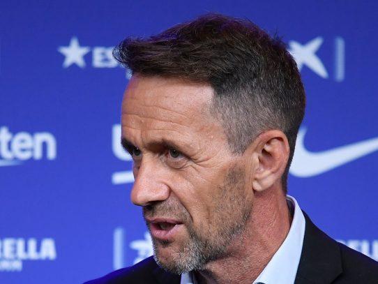 Director deportivo del Barcelona niega que Dembélé vaya a salir