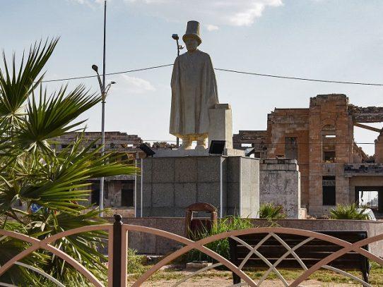Las estatuas resurgen en Mosul sobre las ruinas del Estado Islámico