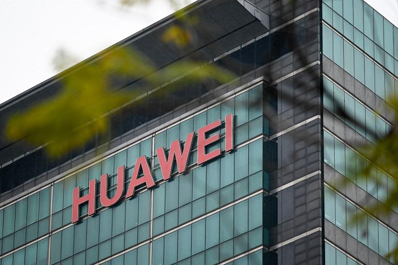 """China critica los """"golpes bajos"""" de EE.UU. contra Huawei"""