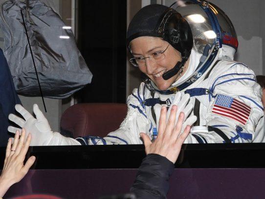 Mujer astronauta estadounidense regresó a la Tierra tras récord de 11 meses en el espacio