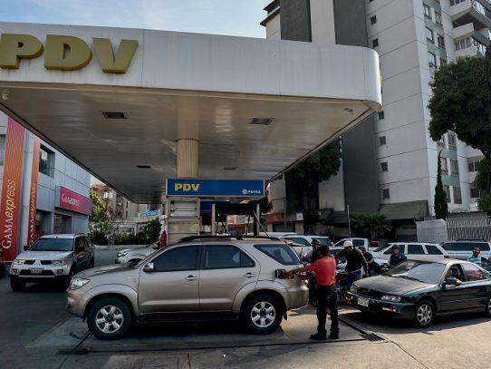 El petróleo sube en día de rebelión militar en Venezuela