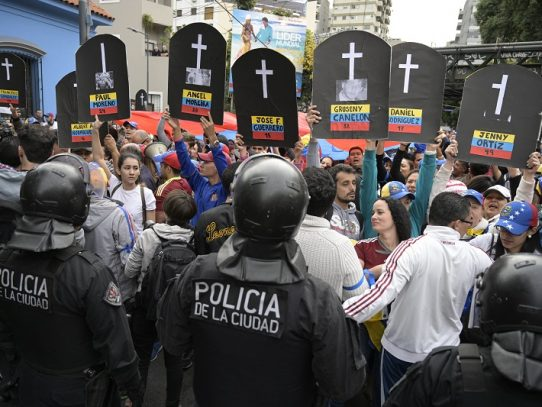 Servicios de salud reportan 69 heridos durante rebelión de militares en Venezuela
