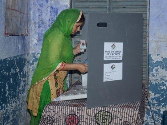 Finalizan en India las mayores elecciones del mundo