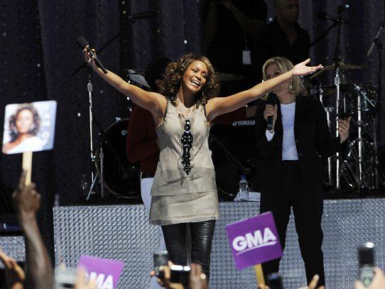 Whitney Houston podría revivir gracias a un nuevo álbum y un holograma