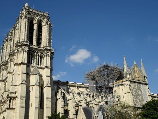 Primera misa en Notre Dame de París desde el incendio