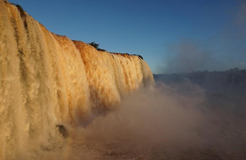 Reabren Cataratas de Iguazú tras 100 días de veda por pandemia