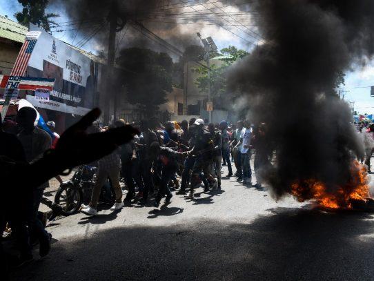 Haitianos vuelven a salir a las calles para exigir renuncia del presidente