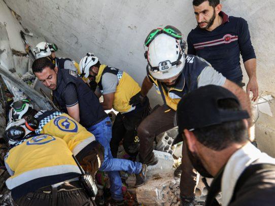 Nuevos bombardeos del régimen sirio dejan 28 muertos en la región yihadista