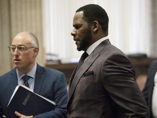 El cantante estadounidense R. Kelly detenido por pornografía infantil