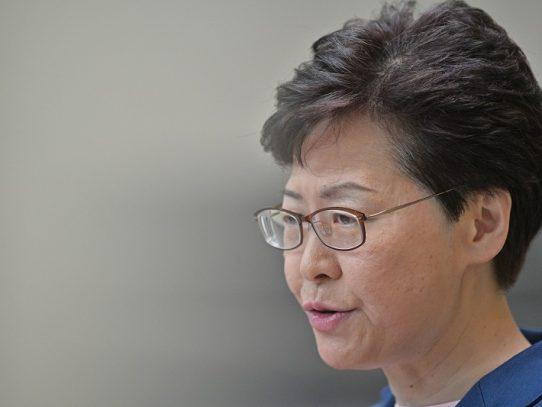 """La líder de Hong Kong anuncia la """"muerte"""" de la polémica ley de extradición"""