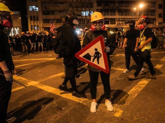 Las agresiones a manifestantes agravan la crisis en Hong Kong