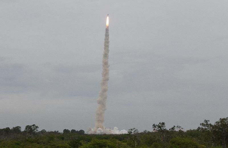 India lanza una sonda para llegar a la Luna