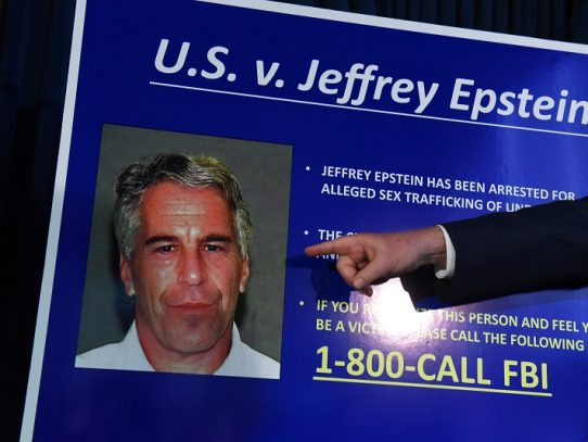 El FBI y el Departamento de Justicia estadounidense abren investigaciones por la muerte de Epstein