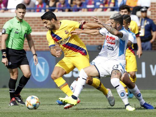 Barcelona golea 4-0 al Nápoles con doblete del uruguayo Suárez
