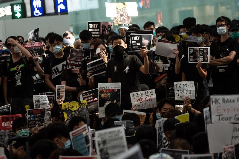 Los medios chinos lanzan amenazas contra manifestantes de Hong Kong