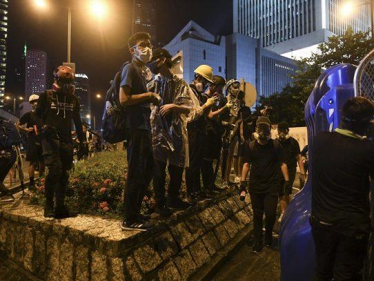 Manifestantes vuelven a las calles de Hong Kong pese a amenazas de China