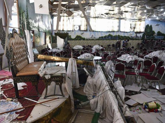 Sube a 80 muertos el balance del atentado suicida en una boda en Afganistán