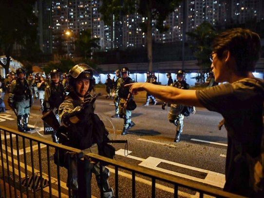Enfrentamientos en el decimosexto fin de semana de protestas en Hong Kong