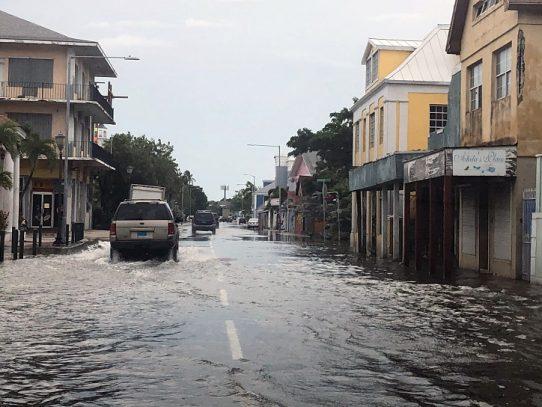 Devastación en las Bahamas tras el paso de Dorian, que se dirige lento a EEUU