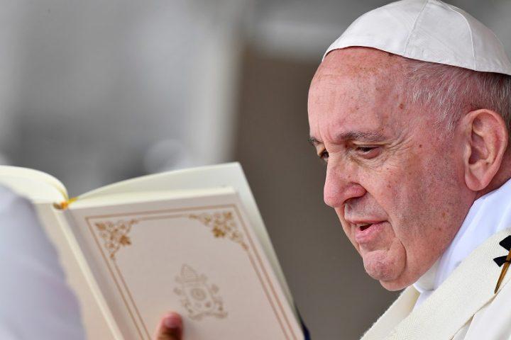 El Papa pide cambio a la Iglesia en un Occidente descristianizado