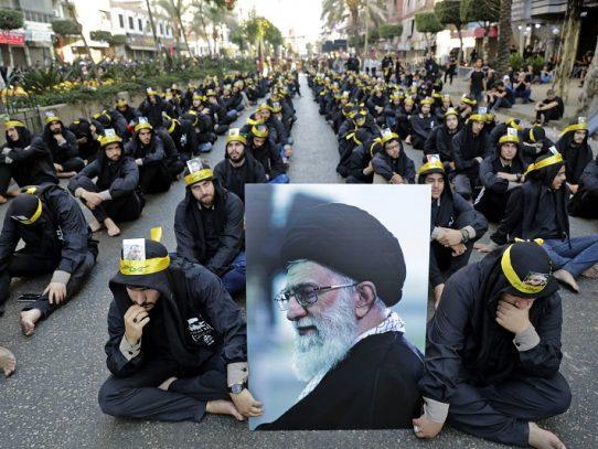 """Ayatolá Jamenei dice que ataque con misiles es """"una bofetada"""" a Estados Unidos"""
