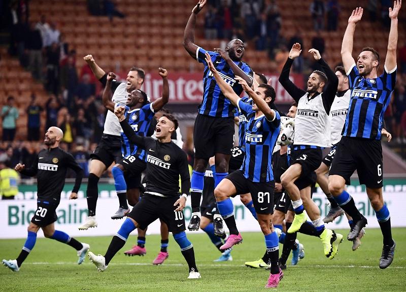 El Inter se lleva el derbi de Milán y conserva el liderato en Serie A