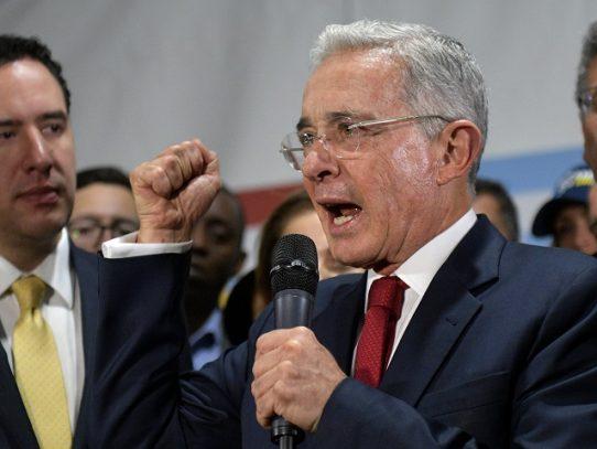 Corte de Colombia investiga a expresidente Uribe por presunto espionaje militar
