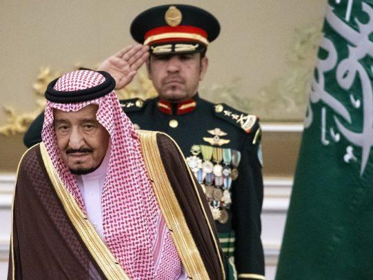 """El rey Salmán de Arabia Saudia pide a Trump una solución """"justa"""" para los palestinos"""