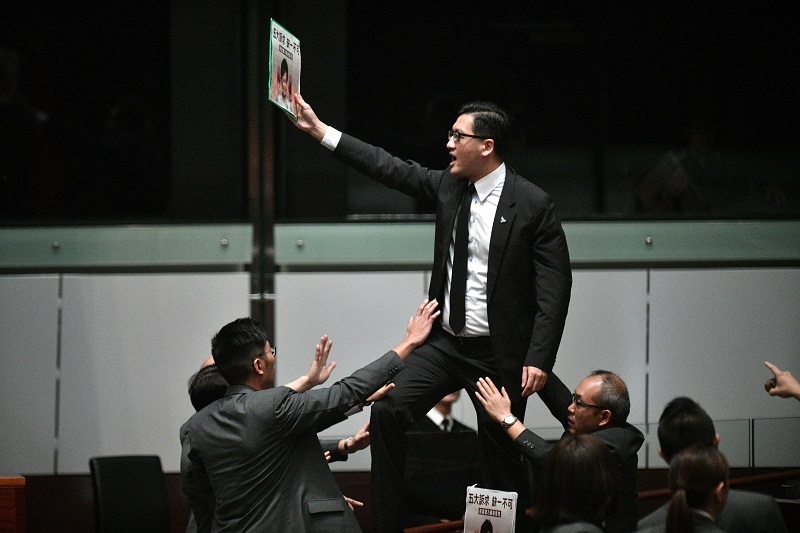 Detenidos en Hong Kong tres parlamentarios prodemocracia