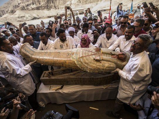 Presentan en Luxor 30 sarcófagos de unos 3.000 años de antigüedad