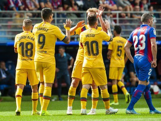 El Barcelona gana 3-0 con goles de su tridente y se sitúa líder provisional