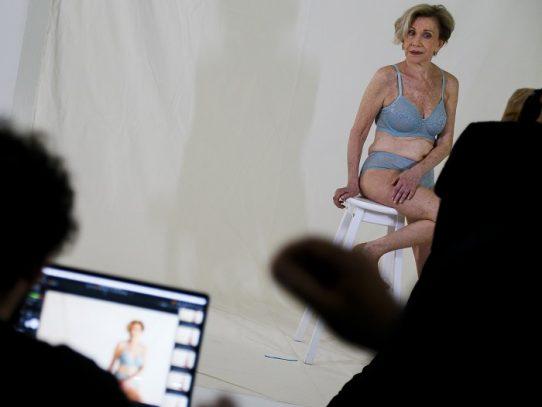 Modelo de lencería brasileña casi octogenaria, alienta a mujeres a salir de la sombra