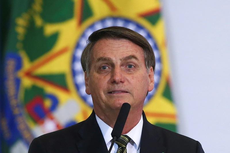 """Bolsonaro pide a los brasileños """"no dar munición"""" al """"canalla"""" de Lula"""