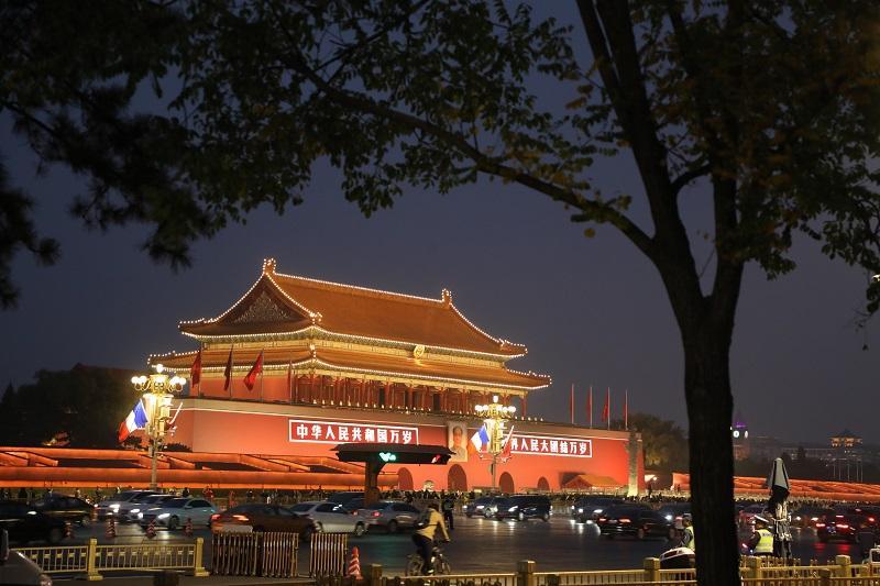 Dos mujeres conducen en la Ciudad Prohibida de Pekín y las redes se indignan