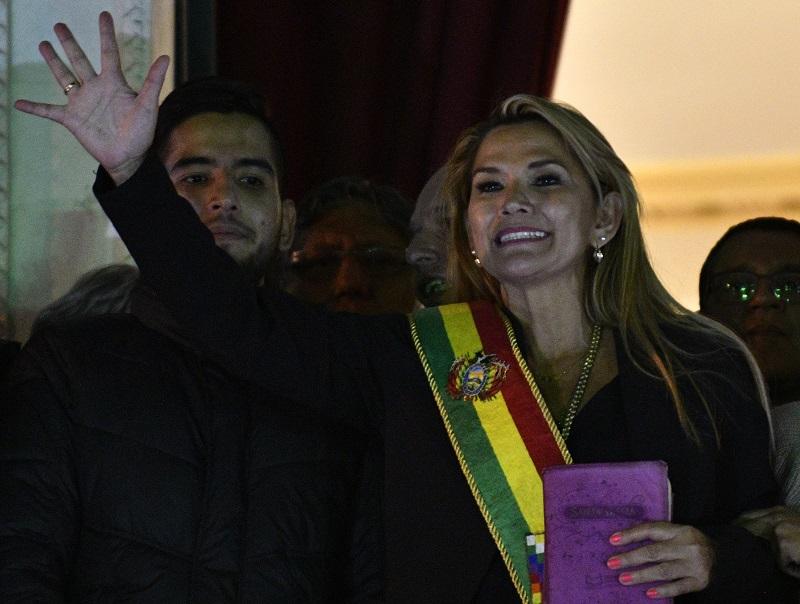 Bolivia estrena presidenta interina tras la renuncia de Evo Morales