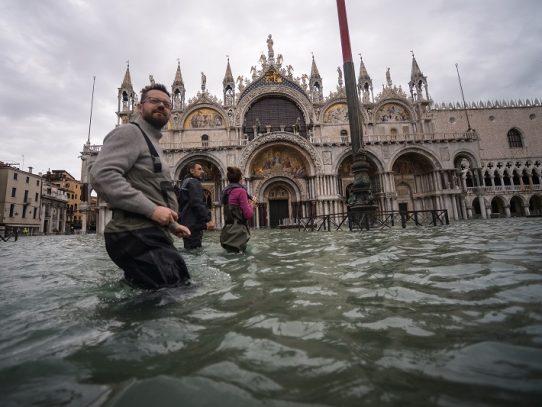 Temor en Venecia por nueva crecida de las aguas, cierran Plaza San Marcos