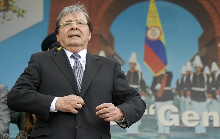 Dan de baja a una docena de militares en medio de escándalo de espionaje en Colombia
