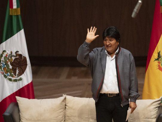 Evo Morales da poder a su abogado para que lo registre como candidato al Congreso