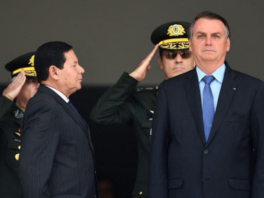 """Bolsonaro espera que Trump """"entienda"""" a Brasil en litigio del acero"""