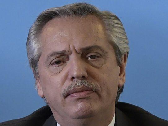 Fernández asume la Presidencia en una Argentina en crisis