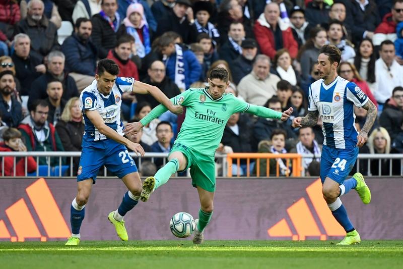 El Real Madrid domina ampliamente al Espanyol y es líder momentáneo