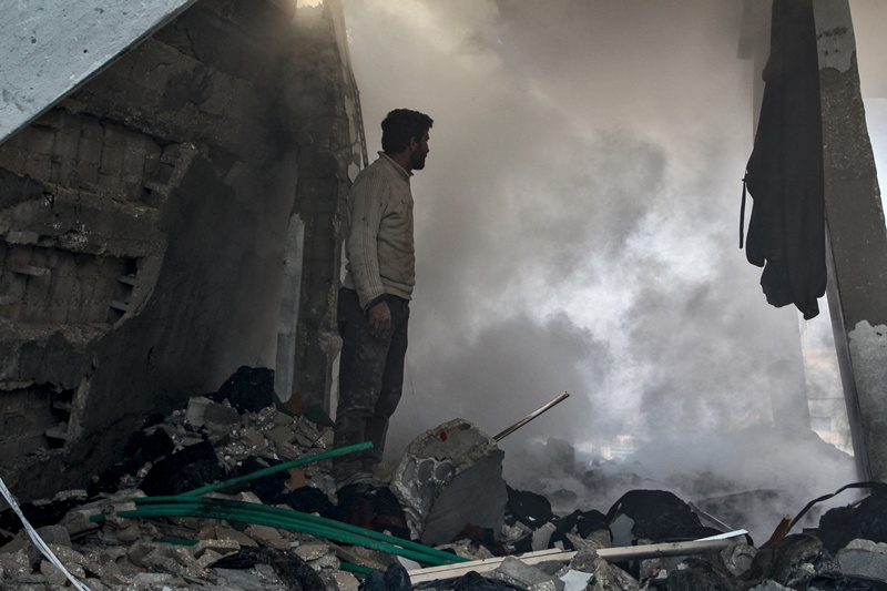 Al menos 12 civiles, la mitad niños, mueren en bombardeos en Siria (ONG)