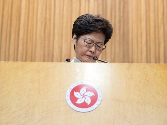 Jefa del ejecutivo de Hong Kong excluye cualquier concesión a manifestantes