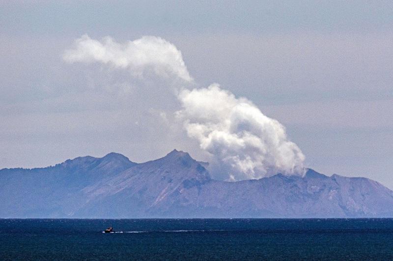 Volcán en Nueva Zelanda es aún demasiado peligroso para poder recuperar cuerpos